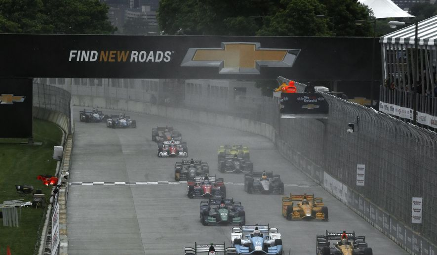 The field heads into turn one during the second race of the IndyCar Detroit Grand Prix auto racing doubleheader Sunday, May 31, 2015, in Detroit. (Photo/Paul Sancya)