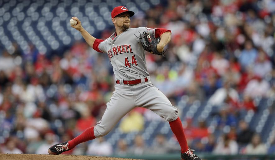 Cincinnati Reds' Mike Leake pitches during the first inning of a baseball game against the Philadelphia Phillies, Wednesday, June 3, 2015, in Philadelphia. (AP Photo/Matt Slocum)