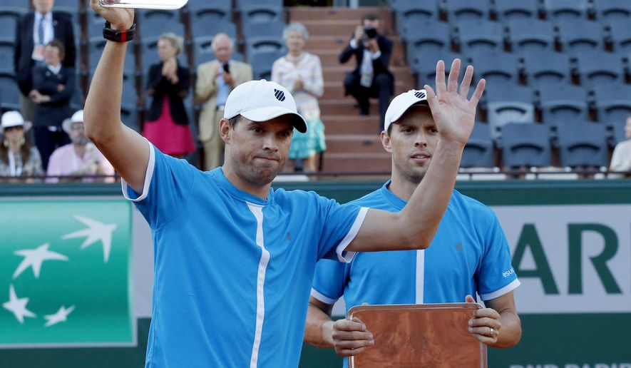 Bob, right, and Mike Bryan of the U.S. display their plates after losing to Croatia's Ivan Dodig and Brazil's Marcelo Melo in their men's doubles final match of the French Open tennis tournament at the Roland Garros stadium, Saturday, June 6, 2015 in Paris. Dodig and Melo won 6-7, 7-6, 7-5.  (AP Photo/Michel Euler)
