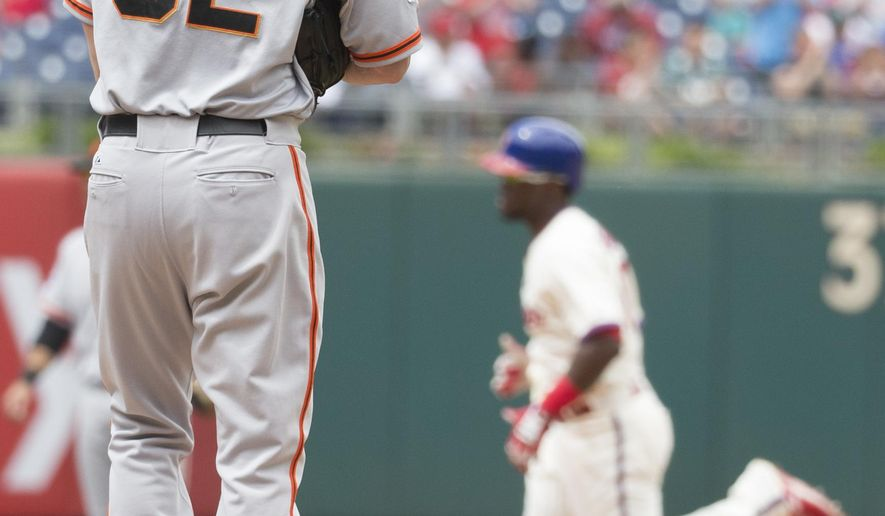 San Francisco Giants starting pitcher Ryan Vogelsong, left, looks away as Philadelphia Phillies' Odubel Herrera, right, rounds the bases after hitting a solo home run during the third inning of a baseball game, Sunday, June 7, 2015, in Philadelphia. (AP Photo/Chris Szagola)