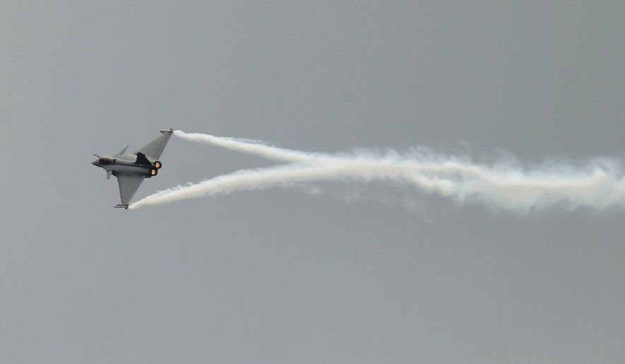 A Rafale jet fighter performs its demonstration flight during the Paris Air Show, at Le Bourget airport, north of Paris, Monday, June 15, 2015. Some 300,000 aviation professionals and spectators are expected at this week's Paris Air Show, coming from around the world to make business deals and see dramatic displays of aeronautic prowess and the latest air and space technology. (AP Photo/Francois Mori)
