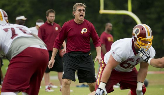 Washington Redskins offensive line coach Bill Callahan, center, works with players during NFL football minicamp at Redskins Park, Wednesday, June 17, 2015, in Ashburn, Va. (AP Photo/Pablo Martinez Monsivais)