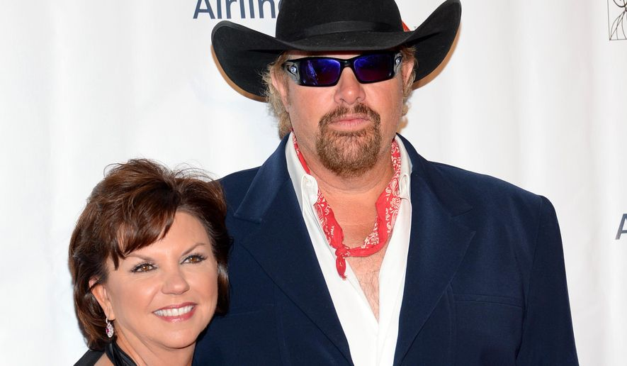 Toby Keith, right, and Tricia Lucus attend the 46th Annual Songwriters Hall 0f Fame Induction and Awards Gala at the Marriott Marquis on Thursday, June 18, 2015, in New York. (Photo by Evan Agostini/Invision/AP)