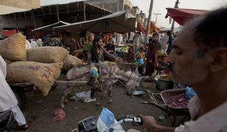 People rush to buy food to break their daylong Ramadan fast at a fruit and vegetable market in Islamabad, Pakistan, Thursday, June 18, 2015. (AP Photo/B.K. Bangash) ** FILE **