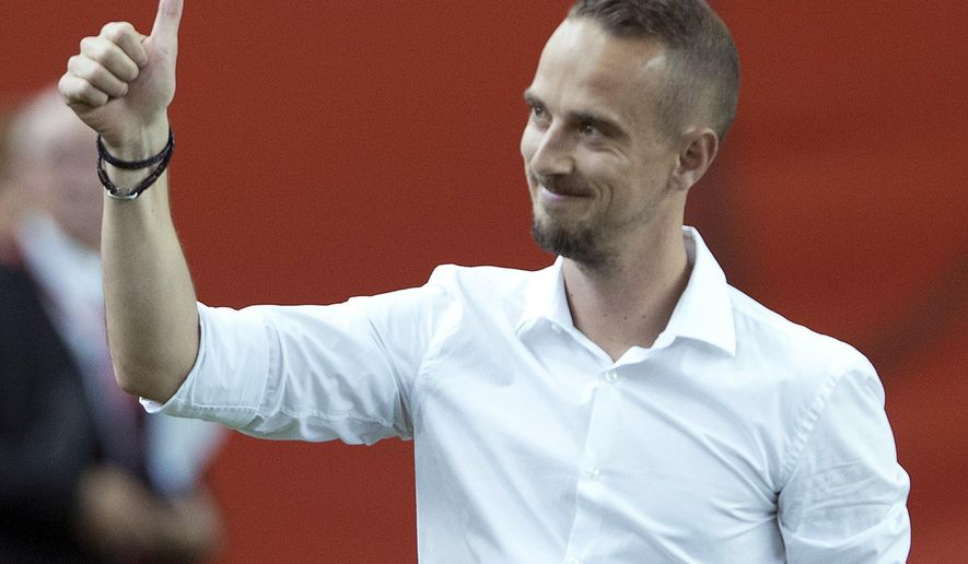 England coach Mark Sampson salutes the crowd as he walks onto the pitch for the team's match against Colombia in a Women's World Cup soccer match Wednesday, June 17, 2015, in Montreal. (Ryan Remiorz/The Canadian Press via AP)