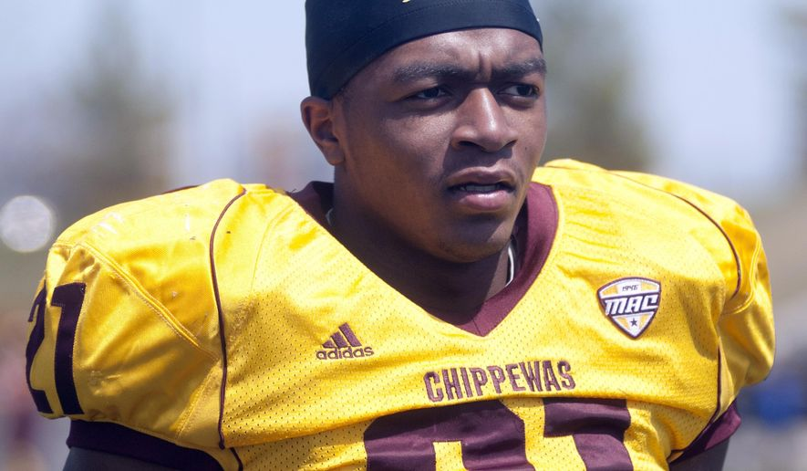 In this photo taken April 19, 2014, Central Michigan cornerback Derrick Nash prepares for their spring NCAA college football game at Kelly/Shorts Stadium in Mount Pleasant, Mich. Nash, who was diagnosed with leukemia in 2013 when he was still in high school, died Monday, June 22, 2015, at University of Michigan Health System, according to Paradise Funeral Chapel in Saginaw. He was 20. (Jeff Schrier/The Saginaw News via AP) ALL LOCAL TELEVISION OUT; LOCAL TELEVISION INTERNET OUT MBO  (REV-SHARE)