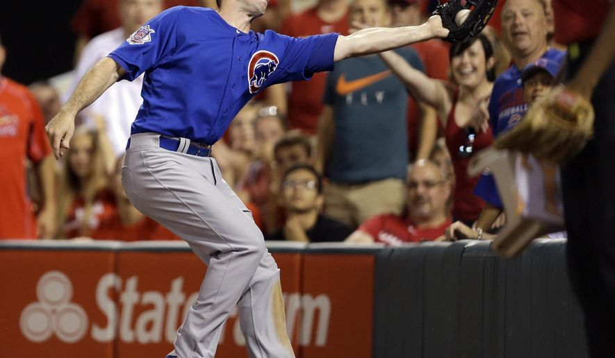 Chicago Cubs right fielder Mike Baxter catches a foul ball by St. Louis Cardinals' Jhonny Peralta for an out during the sixth inning of a baseball game Friday, June 26, 2015, in St. Louis. (AP Photo/Jeff Roberson)