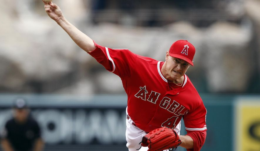 Los Angeles Angels starting pitcher Garrett Richards throws to the plate against the Seattle Mariners during the first inning of a baseball game in Anaheim, Calif., Saturday, June 27, 2015. (AP Photo/Alex Gallardo)