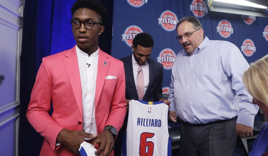 The Detroit Pistons new draft picks, Stanley Johnson, left, and Darrun Hilliard, (6) stand with Pistons head coach and president Stan Van Gundy at a news conference, Saturday, June 27, 2015, in Auburn Hills, Mich. (AP Photo/Carlos Osorio)