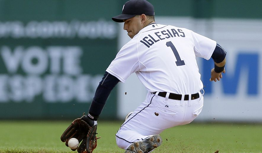 Detroit Tigers shortstop Jose Iglesias fields a ground ball for an out against Chicago White Sox's Alexei Ramirez during the fourth inning of a baseball game, Sunday, June 28, 2015, in Detroit. (AP Photo/Carlos Osorio)