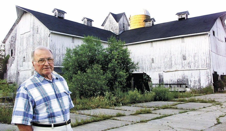 This photo taken June 25, 2001, shows Wayne Townsend standing beside the Miller-Purdue barn that he owns near Upland, Ind.  Townsend, the 1984 Democratic nominee for Indiana governor who broke a barrier by picking a woman as his running mate, died Friday, July 3, 2015, at 89. (Denise L. Oles/The Chronicle-Tribune via AP)