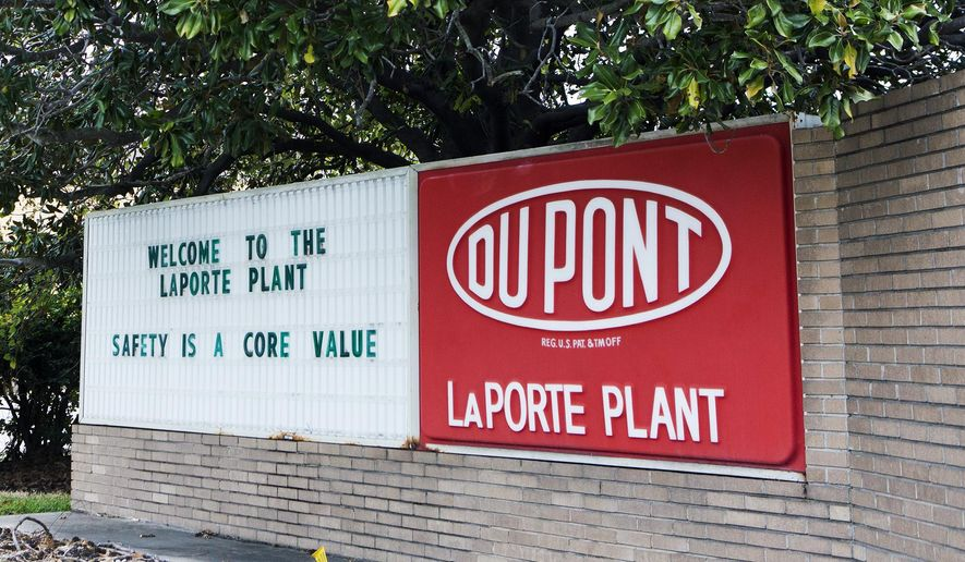 """FILE - This undated file photo shows signage at the DuPont Facility in La Porte, Texas. U.S. regulators on Thursday, July 9, took DuPont to task for a massive gas leak last year that killed four workers at a plant in Texas, placing the chemical company in its """"severe violator enforcement program"""" and saying the accident shows it has a """"failed safety program."""" (Marie D. De Jesus/Houston Chronicle via AP, File) MANDATORY CREDIT"""