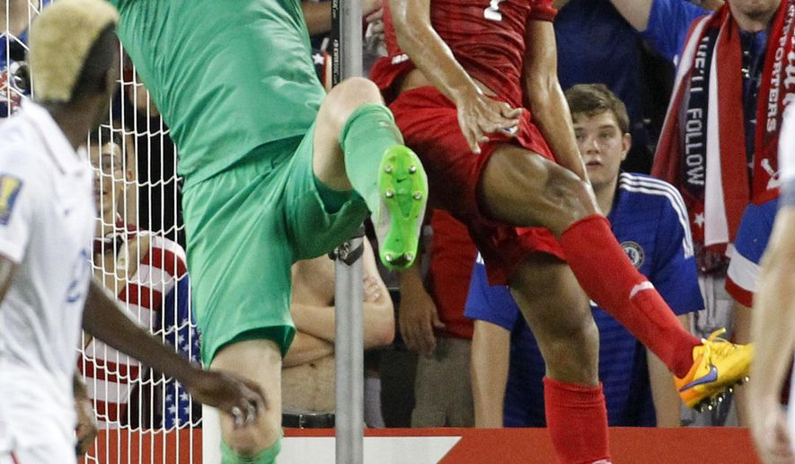 USA goal keeper Brad Guzan (1) grabs a corner kick as Panama midfielder Valentin Pimentel (2) pressures during the first half of a CONCACAF Gold Cup soccer match, Monday, July. 13, 2015, in Kansas City, Kan. (AP Photo/Colin E. Braley)