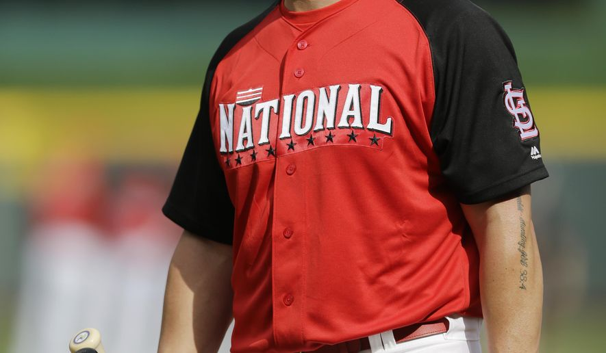 National League's Matt Holliday, of the St. Louis Cardinals, walks onto the field during batting practice for the MLB All-Star baseball game, Monday, July 13, 2015, in Cincinnati. (AP Photo/Jeff Roberson)