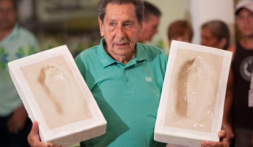 FILE.- In this Dec, 29, 2009 file photo Uruguay?s former soccer player Alcides Edgardo Ghiggia holds the prints of his feet that will be placed on Brazil's Soccer Walk of Fame in Maracana stadium in Rio de Janeiro, Brazil.  Ghiggia, who scored the winning goal in the final game of the 1950 World Cup to give Uruguay a stunning 2-1 victory over Brazil,  still recalled as Brazil's greatest defeat,  has died. He was 88.(AP Photo/Felipe Dana, File)