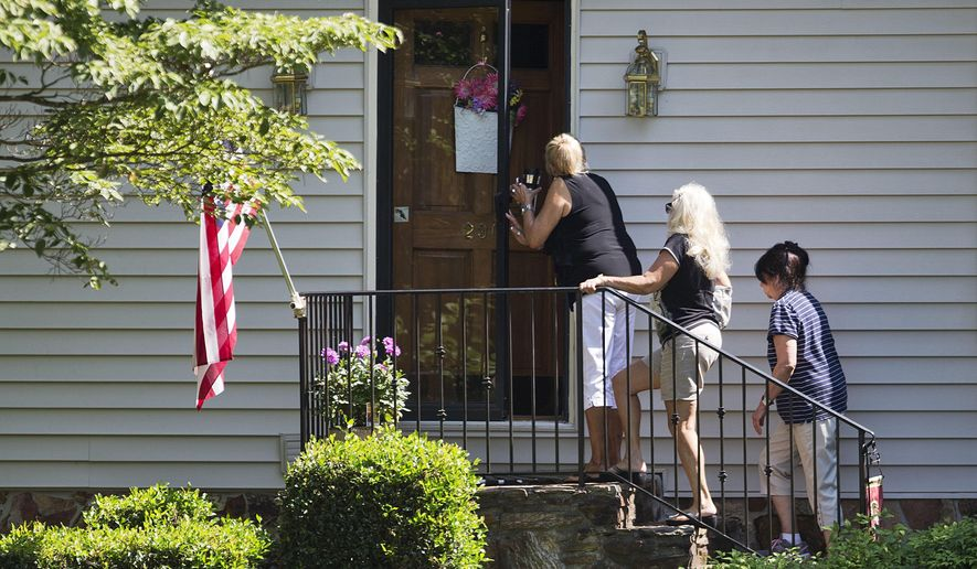 Mourners arrive at the home of Cathy Wells, the mother of Skip Wells, one of the four Marines killed in Thursday's shooting in Chattanooga, Tenn., Friday, July 17, 2015, in Marietta, Ga. (AP Photo/David Goldman)