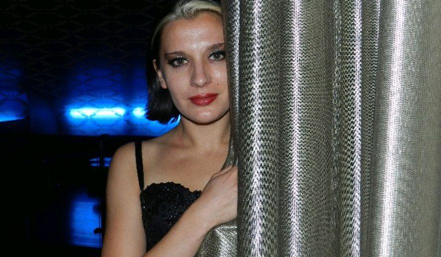Ariana Savalas Nude Photos 11