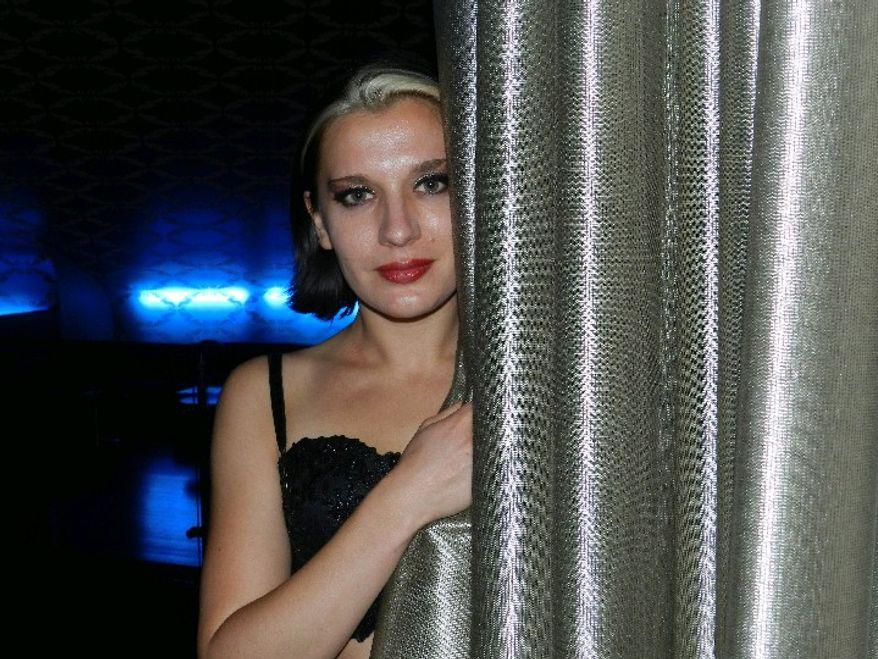 Ariana Savalas (Dave Kapp)