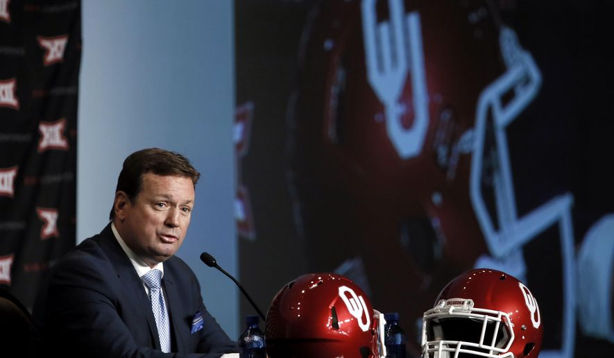 Oklahoma head football coach Bob Stoops addresses attendees at the NCAA college Big 12 Conference Football Media Days Tuesday, July 21, 2015, in Dallas. (AP Photo/Tony Gutierrez)