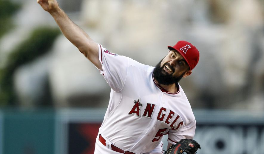Los Angeles Angels starting pitcher Matt Shoemaker throws against the Minnesota Twins during the first inning of a baseball game in Anaheim, Calif., Tuesday, July 21, 2015. (AP Photo/Alex Gallardo)