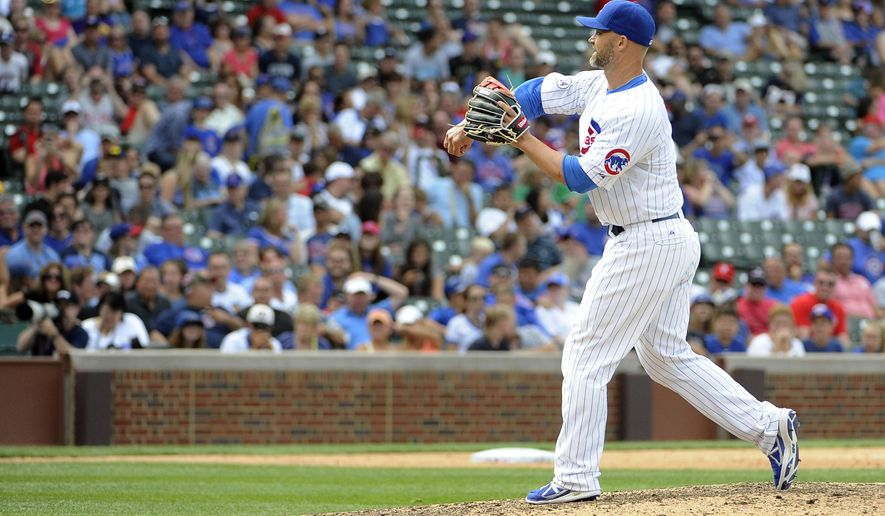Chicago Cubs catcher David Ross pitches in relief against the Philadelphia Phillies during the ninth inning of a baseball game, Sunday, July 26, 2015, in Chicago. (AP Photo/David Banks)