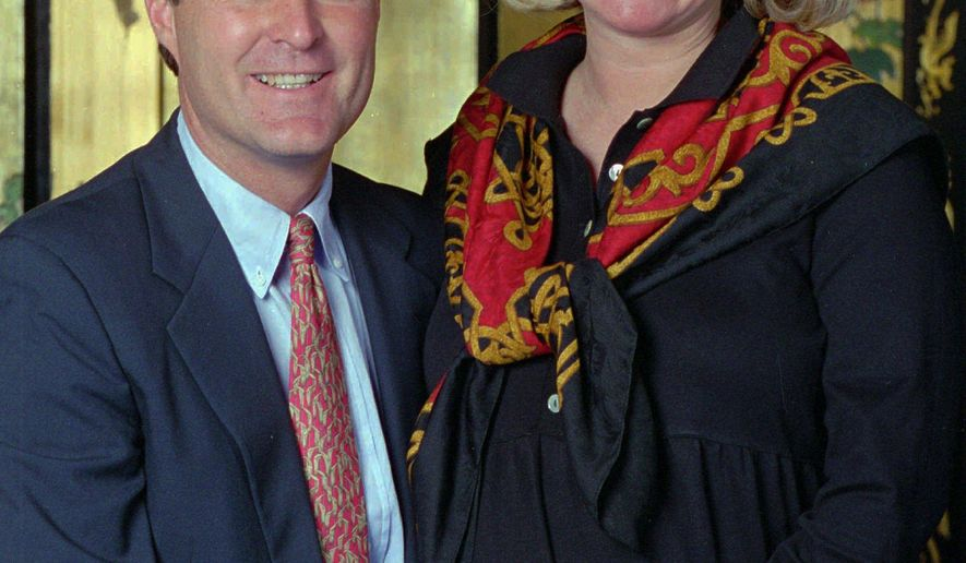 FILE - In this Oct. 19, 1995, file photo, Indiana Gov. Evan Bayh, left, and his wife, Susan, pose for a photo during an interview in Indianapolis. The former Indiana first lady has undergone brain surgery Monday, July 27, 2015, for removal of a benign tumor. (Eric Campos/The Indianapolis Star via AP, File)