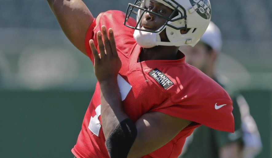 New York Jets quarterback Geno Smith (7) throws a pass during practice at NFL football training camp, Tuesday, Aug. 4, 2015, in Florham Park, N.J. (AP Photo/Frank Franklin II)