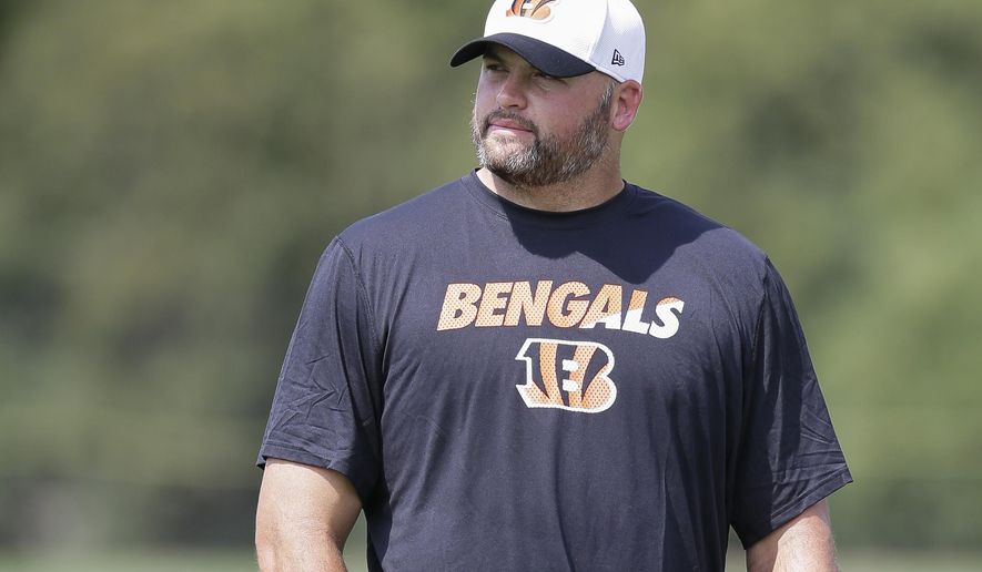 Cincinnati Bengals offensive tackle Andrew Whitworth participates in NFL football training camp, Tuesday, Aug. 4, 2015, in Cincinnati. (AP Photo/John Minchillo)