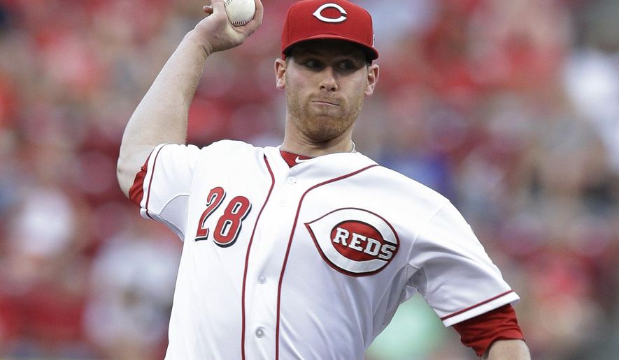 Cincinnati Reds starting pitcher Anthony DeSclafani throws in the third inning of a baseball game against the St. Louis Cardinals, Tuesday, Aug. 4, 2015, in Cincinnati. (AP Photo/John Minchillo)
