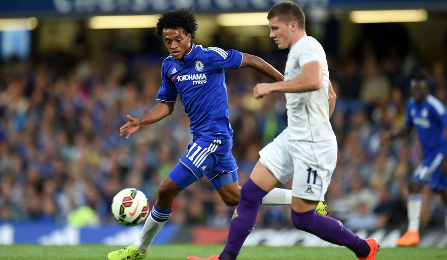 Chelsea's Juan Cuadrado, left,  battles for the ball with Fiorentina's Ante Rebic, during the International Champions Cup soccer match at Stamford Bridge, London, Wednesday Aug. 5, 2015. (Adam Davy/PA via AP) UNITED KINGDOM OUT