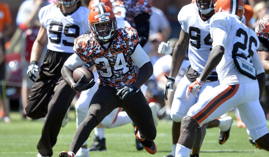 Cleveland Browns running back Isaiah Crowell (34) runs with the ball during practice at NFL football training camp, Tuesday, Aug. 4, 2015, in Berea, Ohio. (AP Photo/David Richard)