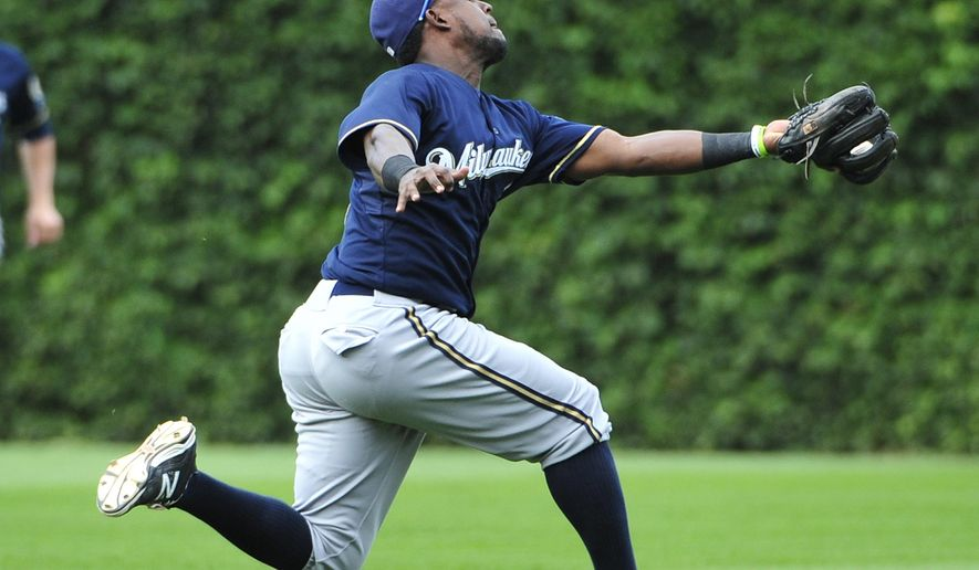 Milwaukee Brewers second baseman Elian Herrera (3) makes a running catch on a fly out by Chicago Cubs' Addison Russell during the sixth inning of a baseball game, Thursday, Aug. 13, 2015, in Chicago. (AP Photo/David Banks)