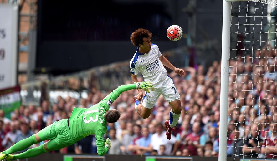 Leicester City's Shinji Okazaki, right, scores his side's first goal of the game during their English Premier League soccer match against West Ham at Upton Park, London, Saturday, Aug. 15, 2015. (Adam Davy/PA via AP)       UNITED KINGDOM OUT     -     NO SALES     -    NO ARCHIVES