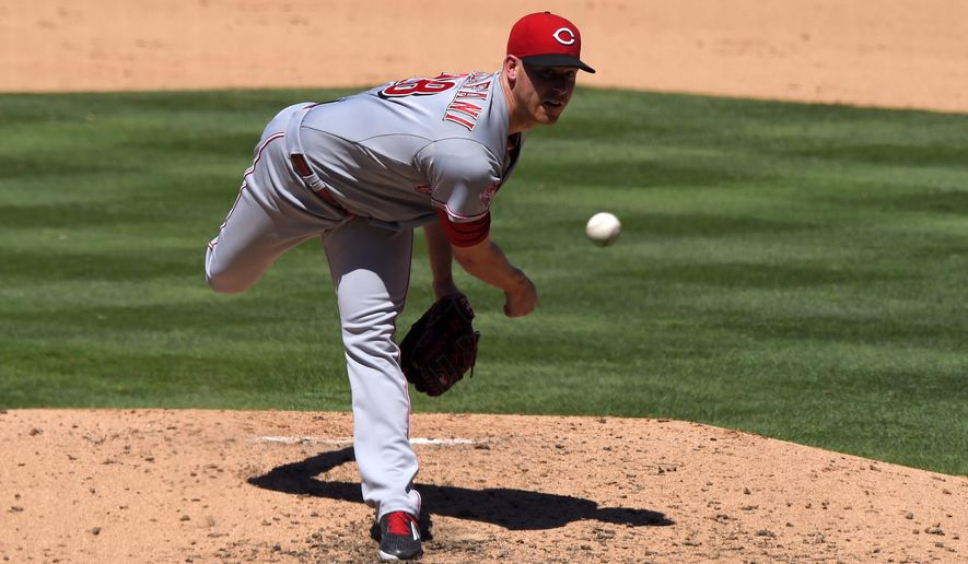 Cincinnati Reds starting pitcher Anthony DeSclafani throws to the plate during the fifth inning of a baseball game against the Los Angeles Dodgers, Sunday, Aug. 16, 2015, in Los Angeles. (AP Photo/Mark J. Terrill)