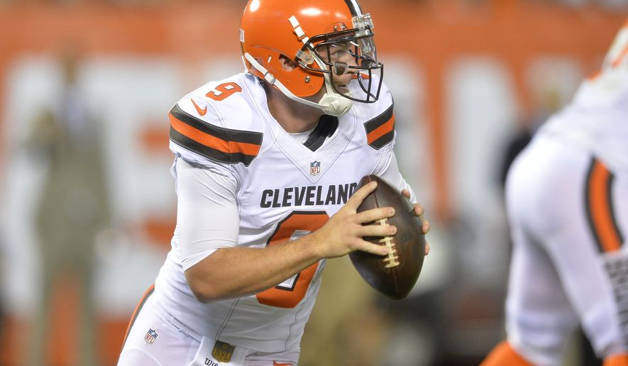 """FILE - In this Aug. 13, 2015, file photo, Cleveland Browns quarterback Connor Shaw (9) looks to pass during an NFL preseason football game against the Washington Redskins in Cleveland. Browns quarterback Connor Shaw will undergo surgery on his right thumb.Shaw got hurt during Thursday's, Aug. 13, 2015, exhibition opener against Washington. The second-year QB completed 5 of 10 passes for 64 yards in the 20-17 loss. The Browns said Shaw, who started Cleveland's season finale last season, will miss """"an extended period of time."""" (AP Photo/David Richard, File)"""