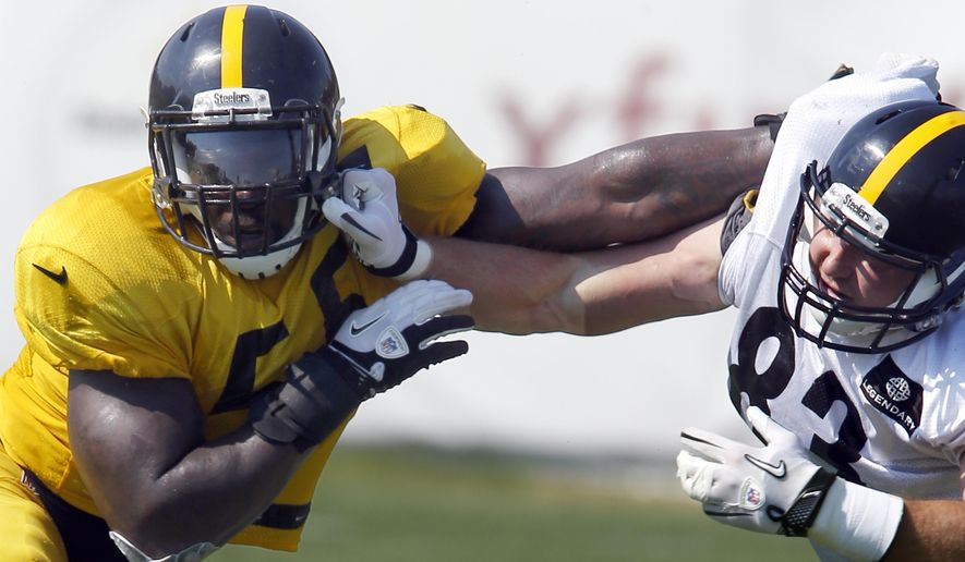 Pittsburgh Steelers outside linebacker Arthur Moats (55), left, goes though a blocking drill with tight end Heath Miller (83) during NFL football training camp in Latrobe, Pa., Sunday, Aug. 16, 2015. (AP Photo/Keith Srakocic)