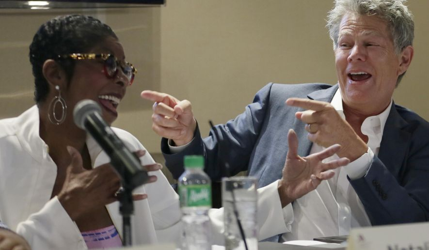 Musician David Foster, right, and singer Natalie Cole, perform an impromptu number during a news conference for their concert Monday, Aug. 17, 2015 at suburban Pasay city, south of Manila, Philippines. Foster will have a one night only concert Tuesday featuring Cole, Ruben Studdard, Boyz II Men, Charice and a new artist Mark Mabasa. (AP Photo/Bullit Marquez)