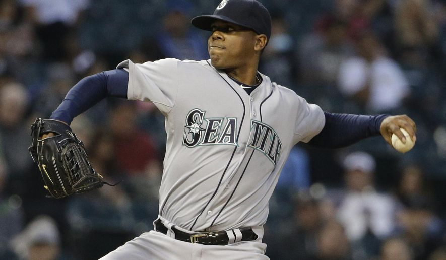 Seattle Mariners starter Roenis Elias throws against the Chicago White Sox during the first inning of a baseball game Thursday, Aug. 27, 2015, in Chicago. (AP Photo/Nam Y. Huh)