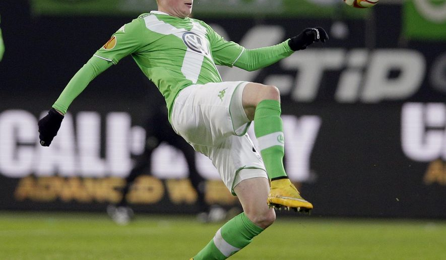 In this Nov. 27, 2014 photo Wolfsburg's Kevin De Bruyne plays the ball during the Europa League Group H soccer match between VfL Wolfsburg and Everton FC at the Volkswagen Arena stadium in Wolfsburg, Germany. (AP Photo/Michael Sohn)