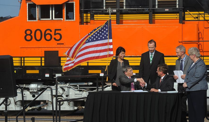 BNSF Railway's executive vice president Roger Nober shakes hands with Sioux Falls mayor Mike Huether during a railyard purchase agreement signing ceremony at the 8th and Railroad Center on Monday, Aug. 31, 2015, in Sioux Falls, S.D. (Jay Pickthorn/The Argus Leader via AP) NO SALES; MANDATORY CREDIT   (AP Photo / Argus Leader, Jay Pickthorn)
