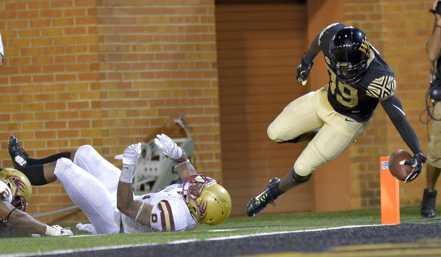 Wake Forest wide receiver Chuck Wade (89) eludes Elon defensive back Chris Blair (8) for a touchdown reception during the second half of an NCAA college football game, Thursday, Sept. 3, 2015, in Winston-Salem, N.C. (Bruce Chapman/The Winston-Salem Journal via AP) MANDATORY CREDIT  MBI
