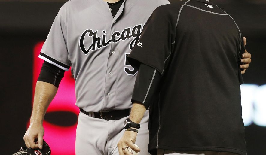 Chicago White Sox pitcher Carlos Rodon, left, is pulled by manager Robin Ventura during the seventh inning of a baseball game against the Minnesota Twins, Wednesday, Sept. 2, 2015, in Minneapolis. The Twins won 3-0. (AP Photo/Jim Mone)