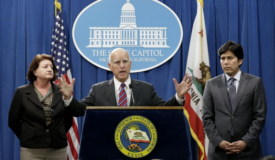 Calif. Gov. Jerry Brown, flanked by Assembly Speaker Toni Atkins, D-San Diego, left, and Senate President Pro Tem Kevin de Leon, D-Los Angeles, announced that they are scaling back a proposal to address climate change, during a news conference, Wednesday, Sept. 9, 2015, in Sacramento, Calif.  Citing opposition from the oil industry, de Leon said he was dropping a mandate in his bill, SB350, that the state cut petroleum use by 50 percent.(AP Photo/Rich Pedroncelli)