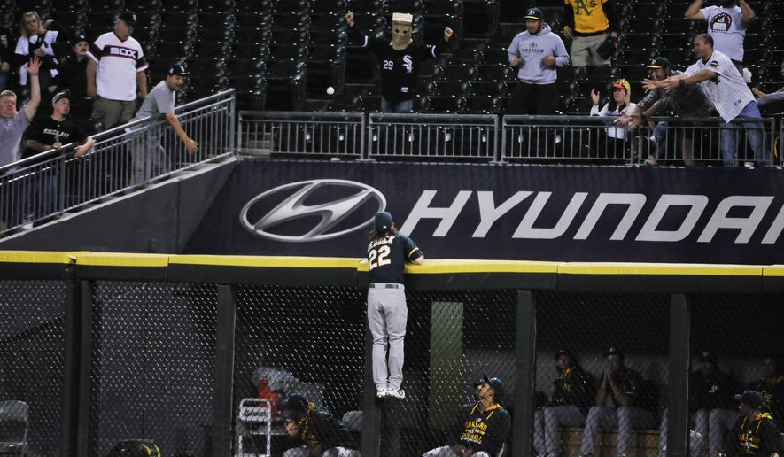 Oakland Athletics right fielder Josh Reddick (22) tries to catch a two-run home run by Chicago White Sox's Melky Cabrera during the fifth inning of a baseball game, Tuesday, Sept. 15, 2015, in Chicago. (AP Photo/David Banks)