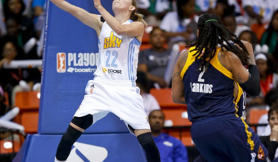 Chicago Sky guard Courtney Vandersloot scores against the Indiana Fever during the first half of Game 1 of the WNBA basketball Eastern Conference semifinals, Thursday, Sept. 17, 2015, in Chicago. (AP Photo/Kamil Krzaczynski)