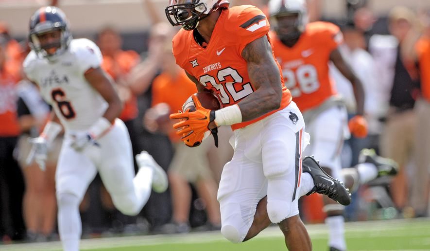 Oklahoma State running back Chris Carson (32) runs 21 yards for a touchdown against UTSA during the first quarter of an NCAA college football game in Stillwater, Okla., Saturday, Sept. 19, 2015. (AP Photo/Brody Schmidt)