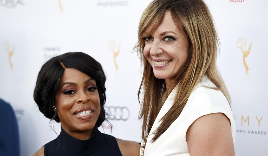 Actresses Niecy Nash, left, and Allison Janney pose together at the 67th Emmy Awards Performers Nominee Reception at the Pacific Design Center on Saturday, Sept. 19, 2015, in West Hollywood, Calif. (Photo by Chris Pizzello/Invision/AP)
