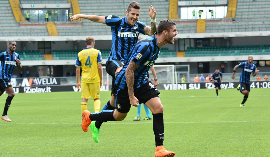 Inter Milan's forward Mauro Icardi celebrates after scoring during a Serie A soccer match against Chievo at Bentegodi stadium in Verona, Italy, Sunday, Sept. 20, 2015. (AP Photo/Felice Calabro')
