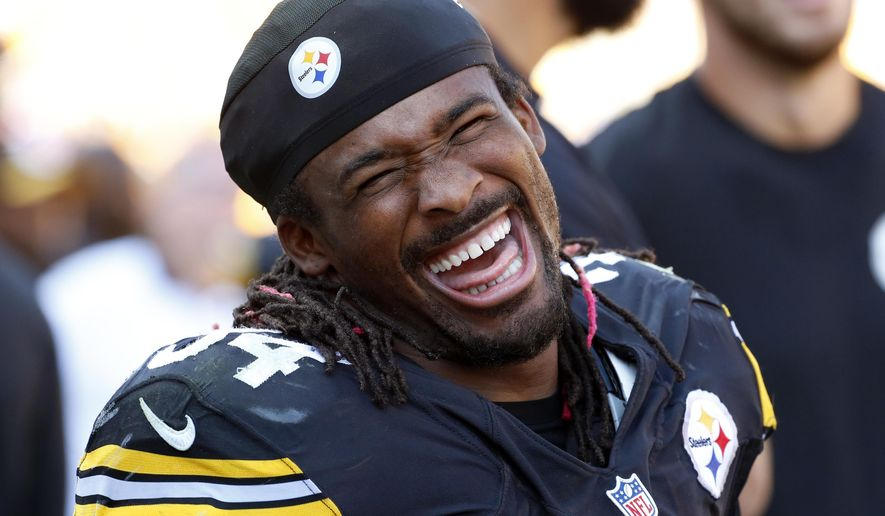 Pittsburgh Steelers running back DeAngelo Williams (34) celebrates with teammates on the sidelines after rushing for his third touchdown of the game during the second half of an NFL football game against the San Francisco 49ers in Pittsburgh, Sunday, Sept. 20, 2015. The Steelers won 43-18. (AP Photo/Gene J. Puskar)