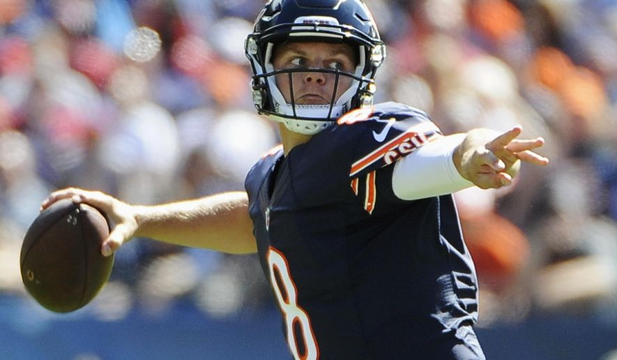 Chicago Bears quarterback Jimmy Clausen (8) throws a pass during the first half of an NFL football game against the Arizona Cardinals, Sunday, Sept. 20, 2015, in Chicago. (AP Photo/David Banks)